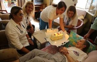 100 yaşındaki Bedriye Nineye Evde Sağlık ekibi...