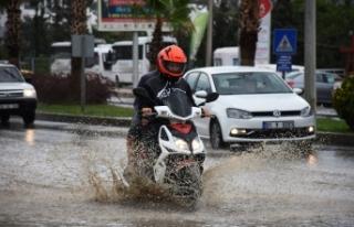 Bodrum'da sağanak yağış vatandaşa zor anlar...