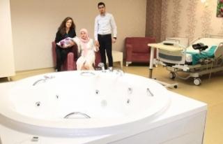 Devlet hastanesinde ücretsiz suda doğum
