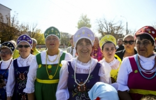 Dombra şarkısıyla Başkan Erdoğan'ı karşıladılar