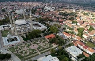 Selimiye'nin gölgesinde Millet Kıraathanesi