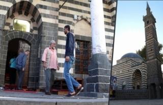 Teröristlerin tahrip ettiği camiler cemaatiyle buluştu