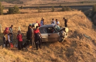 Trafik kazasında bir aile parçalandı