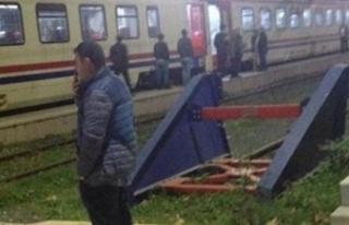 300 yolculu tren arıza yaptı