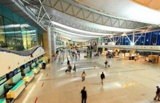 7 aydır havalimanında vize bekleyen Suriyeliye Kanadalılar...