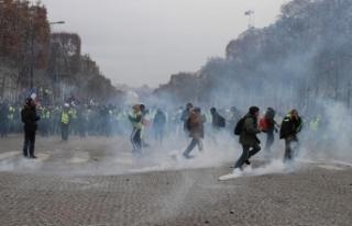 Fransa'daki gösterilerde 3'ü polis 30...