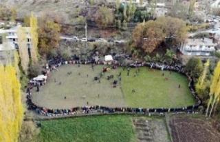 Irak sınırındaki düğün halayı, drone ile görüntülenebildi