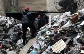 İzmir'de çöken binanın enkazında kalan kişinin...