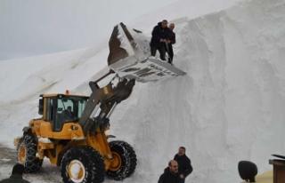 Kar kalınlığı 10 metreye ulaştı!
