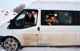 Karda mahsur kalan öğrencilerin imdadına ekipler...