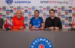 Kasımpaşa iki oyuncunun sözleşmesini uzattı