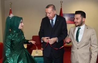 Nişan yüzüklerini Erdoğan taktı
