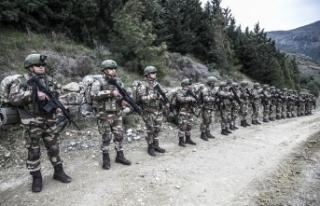 Teröristleri titreten görüntü! Komandolar sınırda