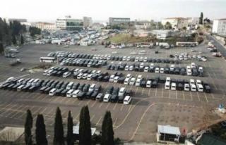 Yüzlerce lüks araç otoparkları doldurdu