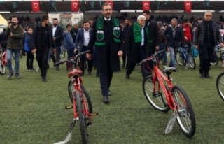Bakan Kasapoğlu Kilis'te bisiklet dağıtım...