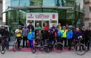 Bisikletçilerden minik Öykü'ye destek