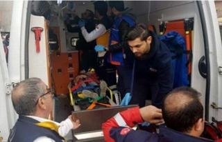 Çocukların üzerine duvar yıkıldı: 3 yaralı