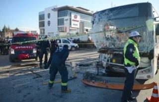 Halk otobüsü TIR'a çarptı! Ölü ve yaralılar...