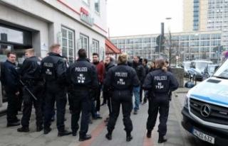 Son dakika! Almanya PKK yanlısı yayın kuruluşlarını...