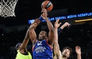 Anadolu Efes, Barcelona Lassa'yı farklı yendi