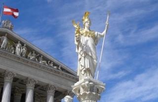 Avusturya mahkemesinden siyasetçileri kızdıracak...