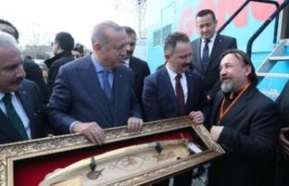 Cumhurbaşkanı Erdoğan'a Kanuni kılıcı hediye...