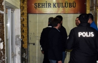 Dernek lokaline kumar operasyonu: 61 gözaltı