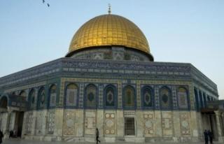 Fanatik Yahudilerden Mescid-i Aksa'ya baskın!