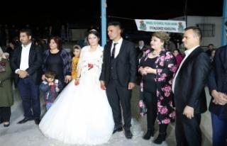 """""""İmece usulü"""" düğün için sosyal medyada..."""