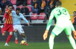 Lider Başakşehir Kayseri'den 1 puanla döndü