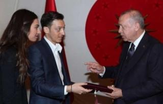Mesut Özil'den Başkan Erdoğan'a nikah...