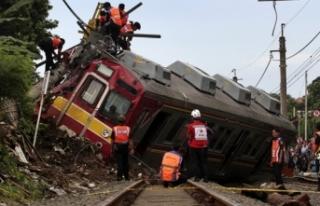 Tren raydan çıktı: 10 yaralı