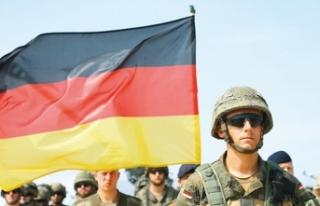 Alman subaylara hapis cezası