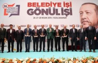 Başkan Zorluoğlu, ödülünü Cumhurbaşkanı Erdoğan'dan...