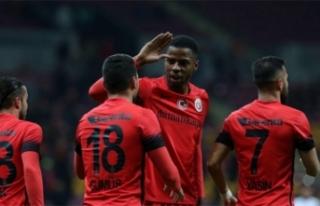 Galatasaray Beşiktaş'ın eski yıldızıyla anlaşmaya...