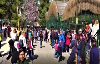 Gaziantep Hayvanat Bahçesi 23 Nisan'da çocuklarla...