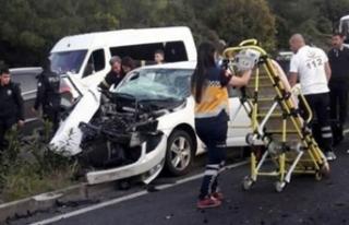 Hafif ticari araçla otomobil çarpıştı: Ölü...
