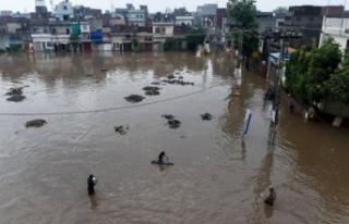 Kardeş ülkede fırtına ve yağış felaketi! 6...