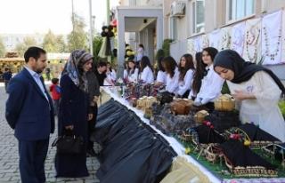 Kız öğrencilerden Yıl Sonu Atölye Sergisi