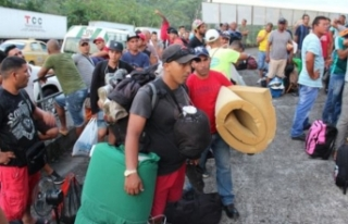 Kübalı göçmenler mülteci merkezinden kaçtı