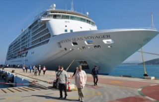 Milyonerleri taşıyan ultra lüks Seven Seas Voyager...