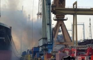 Tuzla'da büyük panik! Vinç denize devrildi