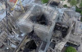 Yangın sonrası Notre Dame Katedrali'nin havadan...