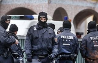 Almanya'da zenginlere polis baskını!
