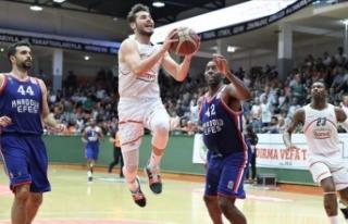 Anadolu Efes yarı finalde