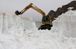 Antalya'da Mayıs ayında 5 metre kar