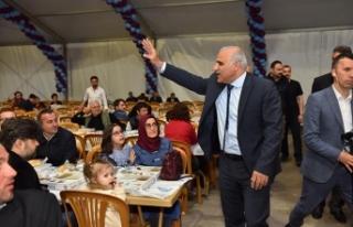 Başkan Zorluoğlu ilk iftarını hemşehrileriyle...