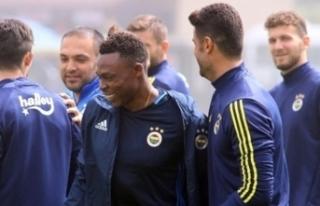Fenerbahçe'de kalmakta ısrarcı! Oynamadan 2.2...
