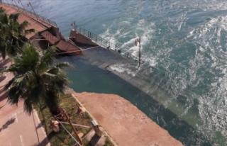 Fırat Nehri'nde su seviyesinin yükselmesi yıkıma...