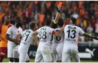 Hakeme ateş püskürdü! 'Kupayı Galatasaray'a...